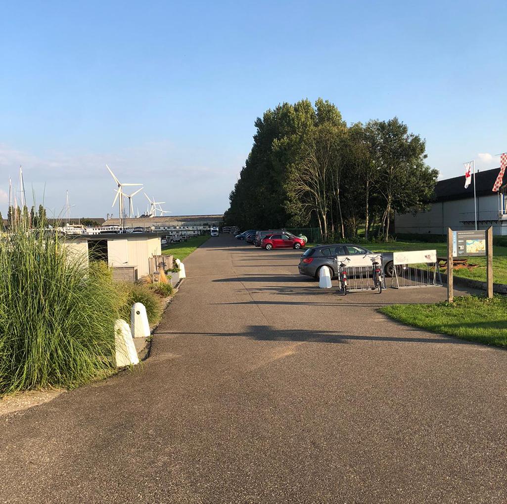 Parkeerplekken bij Jachthaven Waterkant.