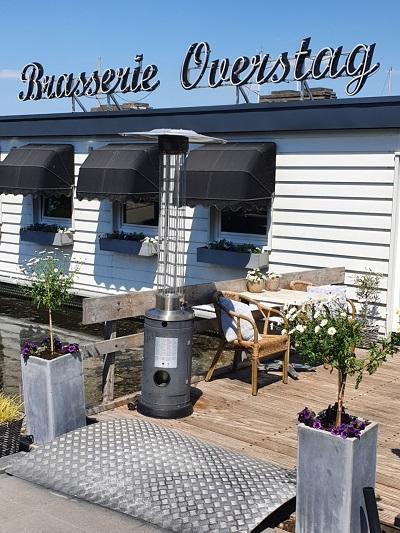 Brasserie overstag is te bezoeken voor een hapje of een drankje.