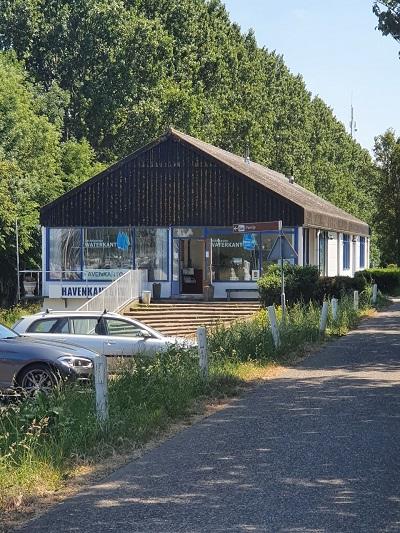 Dit is het Havenkantoor van Jachthaven Waterkant.