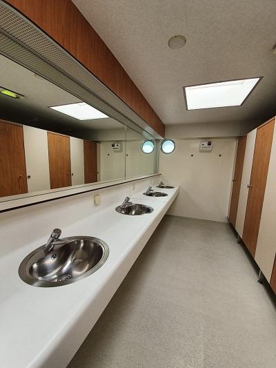 De Moderne sanitaire voorzieningen van Jachthaven Waterkant.